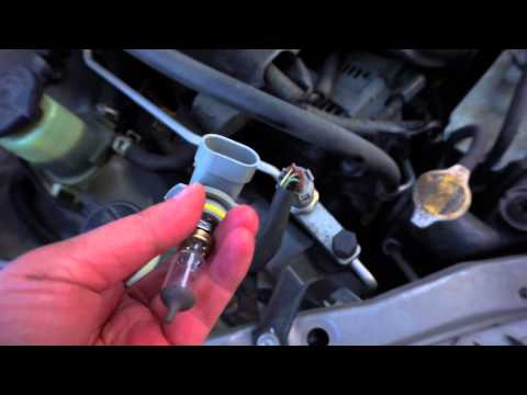 How to replace low beam headlight bulb toyota corolla 2000 - 2008
