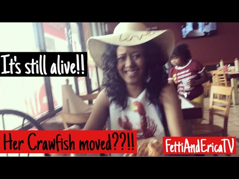Vlog: Our First Time Eating Crawfish & It's Still Alive?!!