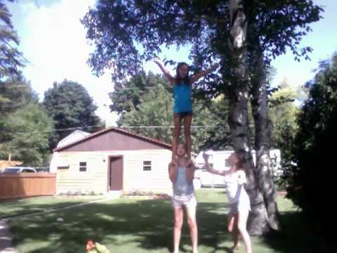 easy 3 person cheer stunts