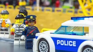 LEGO Stories avec des voitures de police - jouets pour enfants - Excavator and Police cars for kids