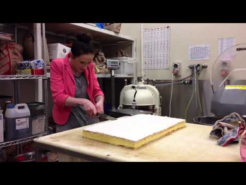Amber makes a vanilla slice!