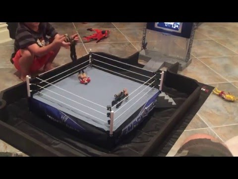 WWE AUTHENTIC SCALE RING, ENTRANCE RAMP , BARRICADE AND MAT REVIEW