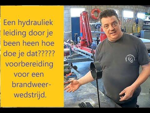 Een hydrauliekleiding door je been wat nu!!!!!