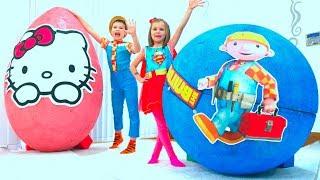 Download Макс и Катя играют в гигантские яйца с игрушками Video