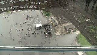Piso de vértigo en la Torre Eiffel