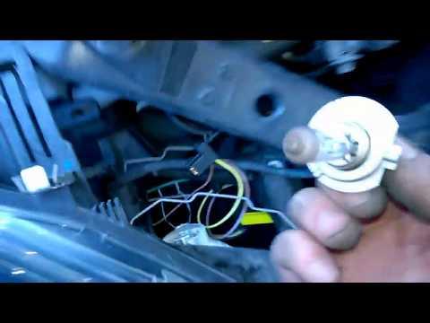 Renault Megane lll MK3 How to change headlight bulbs (Removing bulb)