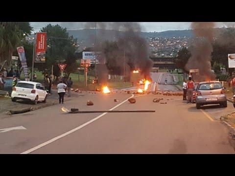 BREAKING NEWS: Protesters threaten media in Atteridgeville