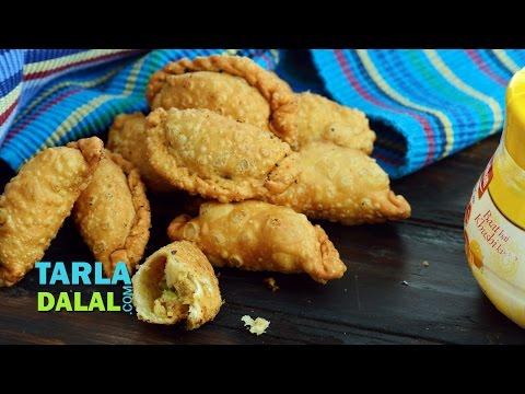 Mawa karanji recipe, Khoya Gujiya (Diwali Sweet) by Tarla Dalal