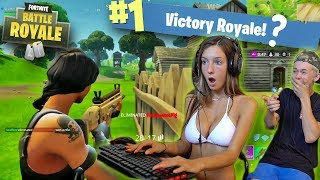 1 LOSS = REMOVE 1 CLOTHING! (Teaching GIRLFRIEND how to PLAY FORTNITE)
