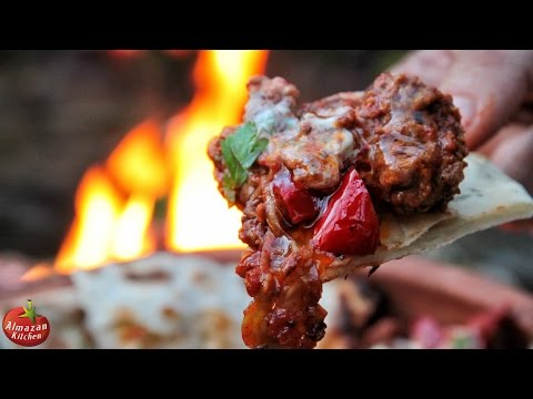 Ultimate Chili Con Carne! - Cooking in the Forest