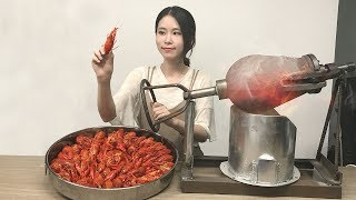 E19 Cook Crayfish in popcorn popper?! Boom~Your spicy crayfish is to be served immediately.