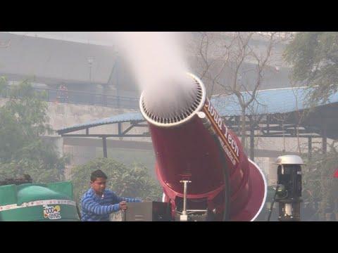 Delhi rolls out 'anti-smog' mist cannon in trial run
