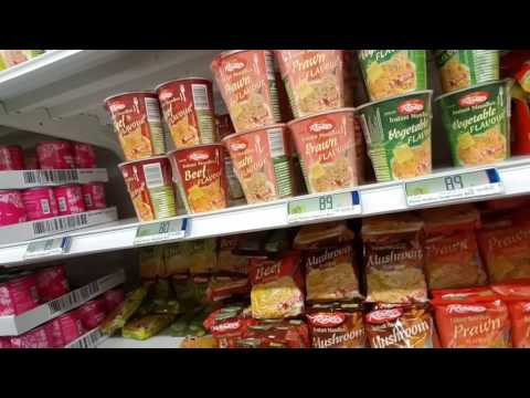 RAMEN IN ICELAND // Budget Food Survival Guide // Supermarket Meals and prices // Cheap dinners