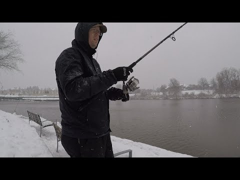 Fishing in the snow - winter fishing