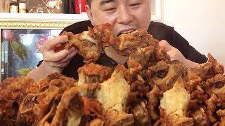 "74 yuan to buy 10 pounds of pig bones, do ""sauce bones"", three men to eat, not enough to eat!"