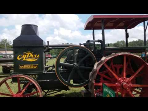 Steam tractor, antique tractors and threshing