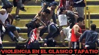 Tremenda pelea entre fans y la policia en el juego Chivas vs Atlas