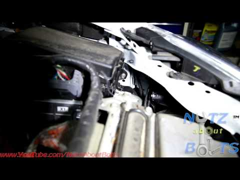 2010-2015 Toyota Prius Headlight bulb remove and install