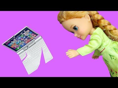 Anna BREAKS a Laptop ! Elsa & Anna toddlers visit Nikki's house - Playdate - TV Watching