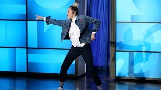 Miley Cyrus Hosts the Show!