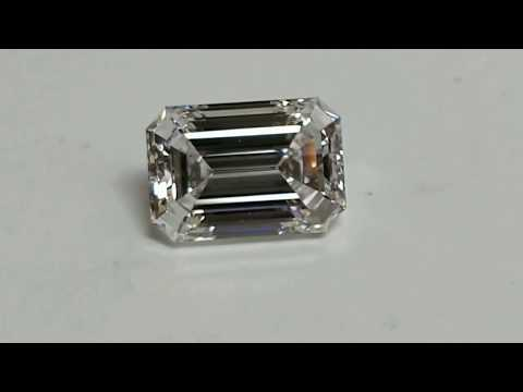 How does E color and VS1 clarity look in an emerald cut diamond