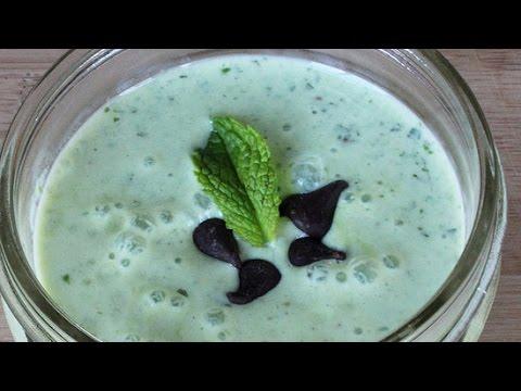 Mint Chocolate Chip Smoothie Recipe | Lighten Up