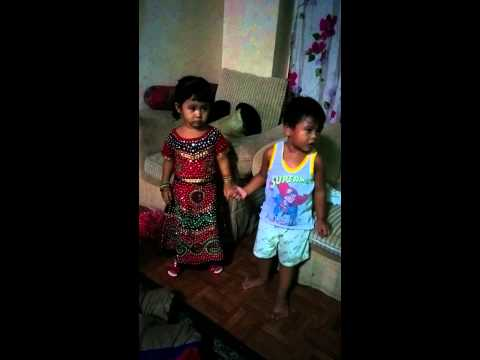 Simple ways to hold a girl's hand by 2 old boy