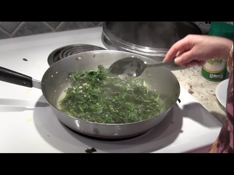 HOW TO MAKE SPINACH WITH GARLIC AND OLIVE OIL Recipe : Learn Health Benefits Too