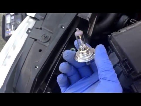 Replacing the Lightbulb to a 2008 Volkswagen City Golf Headlight/Headlamp