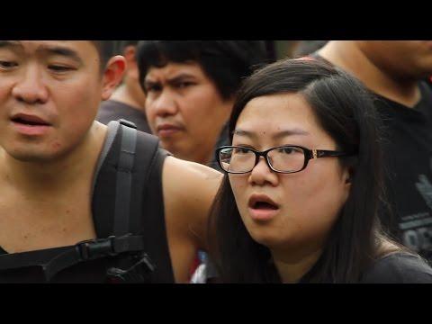 Violinist STUNS Bangkok Street with