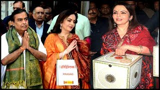 Nita Ambani Mukesh Ambani Anant Ambani At Siddhivinayak Temple | Wedding Invite Of Akash-Shloka