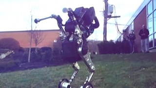 "The latest ""nightmare inducing"" Boston Dynamics robots"