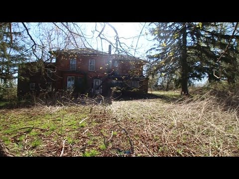 Exploring Abandoned 1800's Farmhouse falling into decay