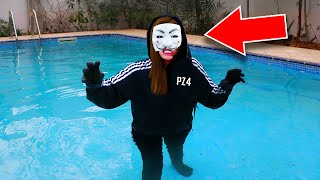 Download HACKER GIRL in SWIMMING POOL (PROJECT ZORGO/PZ4) FACE REVEAL UNMASKING! (Chad Wild Clay & Vy Qwaint) Video