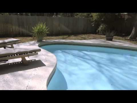 Home Staging Tips : Clean That Pool