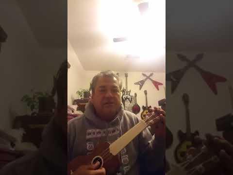 Tuning ukulele