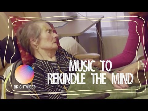 Music and singing helps elderly Alzheimer patients reconnect