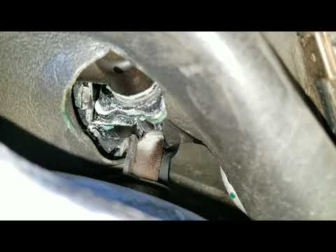 Leaking Antifreeze underneath Driverside Fender on cls500 ( Find out Where is leaking from video 1)