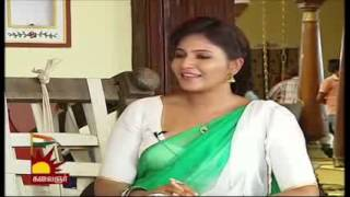 Anjali Showing Cleavage In Low Cut Blouse