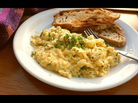 Slow Cooked Scrambled Eggs - Deliciously Creamy!
