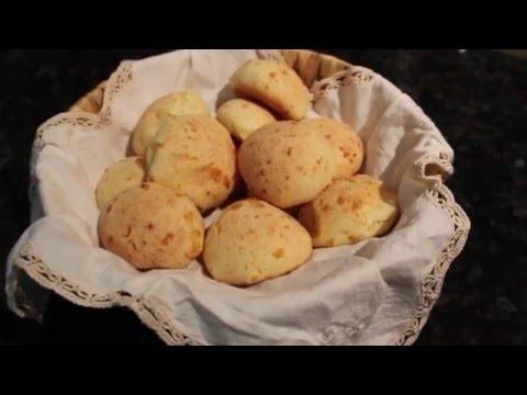 Pao de Queijo Brasileiro (Brazilian Cheese Bread)