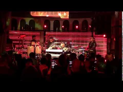 Stevie Wonder Sings