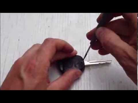 How to replace remote key battery Toyota Yaris. Years 1999 to 2005.