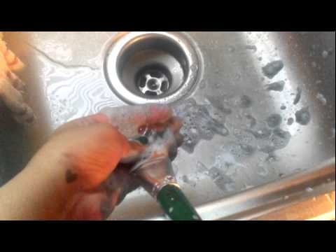 How to Clean Dried Paint off of Paintbrushes