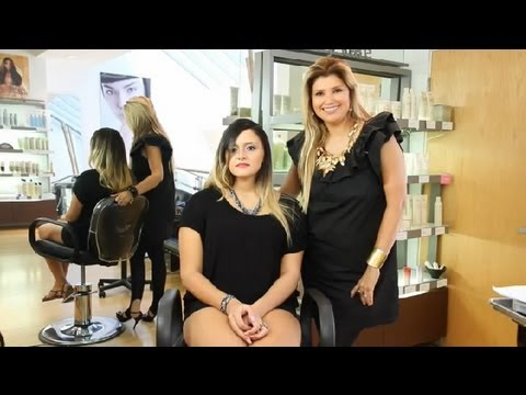 How to Naturally Highlight Brunette Hair : Hair Styling Tips