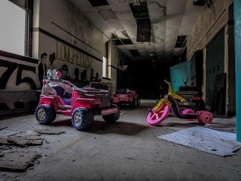 Abandoned Junior High School. Flint, MI. (Everything Left Behind & Gym full of toilets)