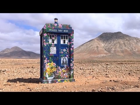 Timelapse Of How To Build A TARDIS | Doctor Who Series 9