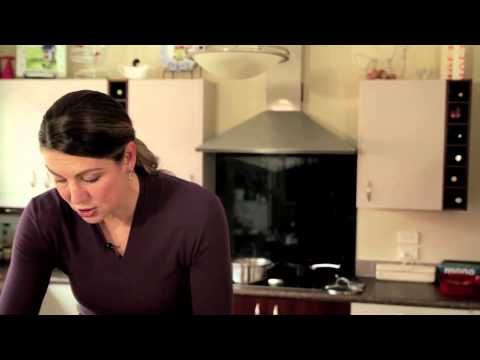 Inghams Chicken - Making a Chicken Sandwich with Irene Van Dyk