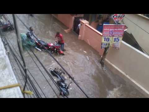 Heavy Rain In Hyderabad    People Face Problems With whater floting    colorsofvideos