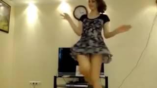 हॉट लड़की घर में अकेली - कैमरे में रिकॉर्ड किया ऐसा कुछ के पूरी दुनिया में हो गया वायरल